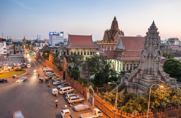Wat Ounalom At Sunset In Phnom Penh, Cambodia