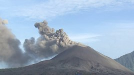 Video: How to Survive a Volcanic Eruption in Indonesia