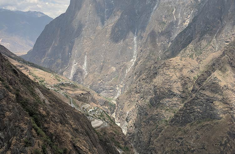 A river flows at the bottom of Tiger Leaping Gorge