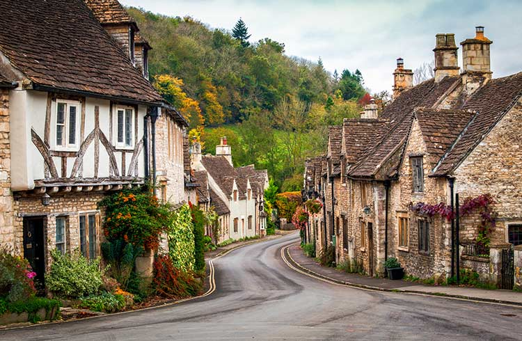 Road Tripping England: Safe Driving Tips for Travelers