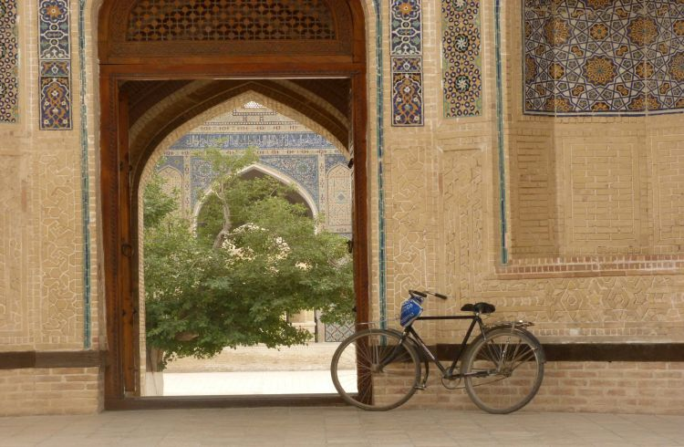 Getting Around Uzbekistan: Transport and Border Safety